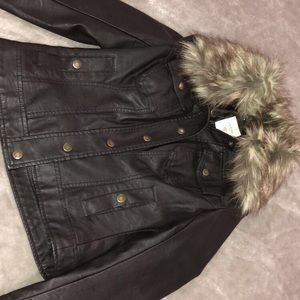 Black Guess leather jacket with detachable fur